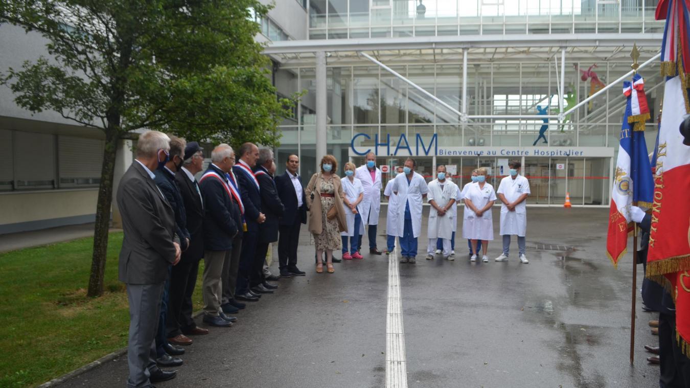 Une cérémonie inédite pour ce 14 juillet pas comme les autres. Le personnel soignant a reçu un hommage de la part des personnalités locales.