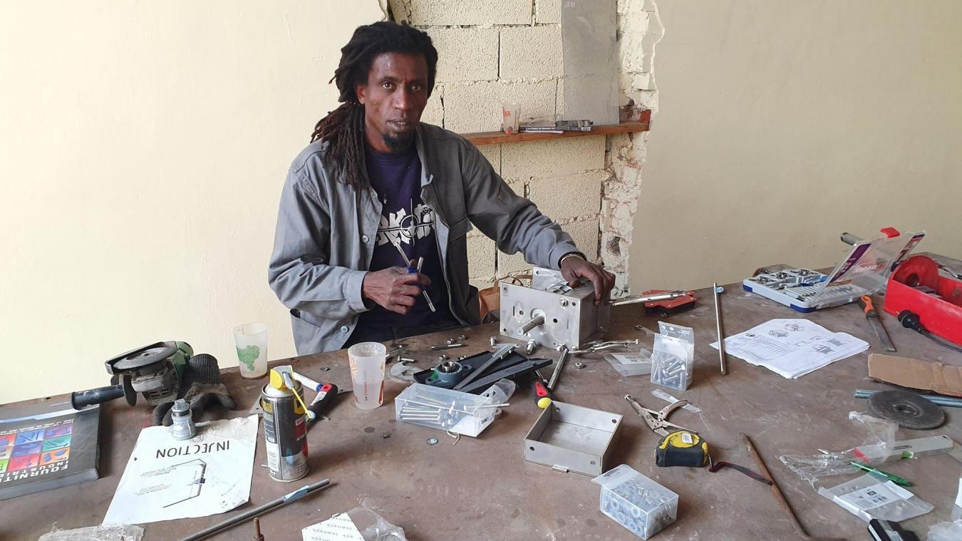 Amjad dans ses nouveaux locaux des « Ateliers de Tito » situés rue des Quatre-Coins.