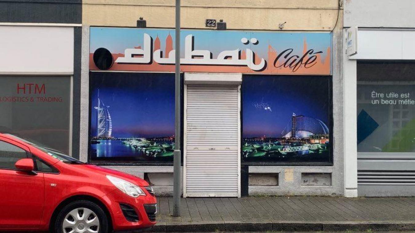 Trois amis se sont réunis au Dubaï café en mars dernier, pendant le confinement.