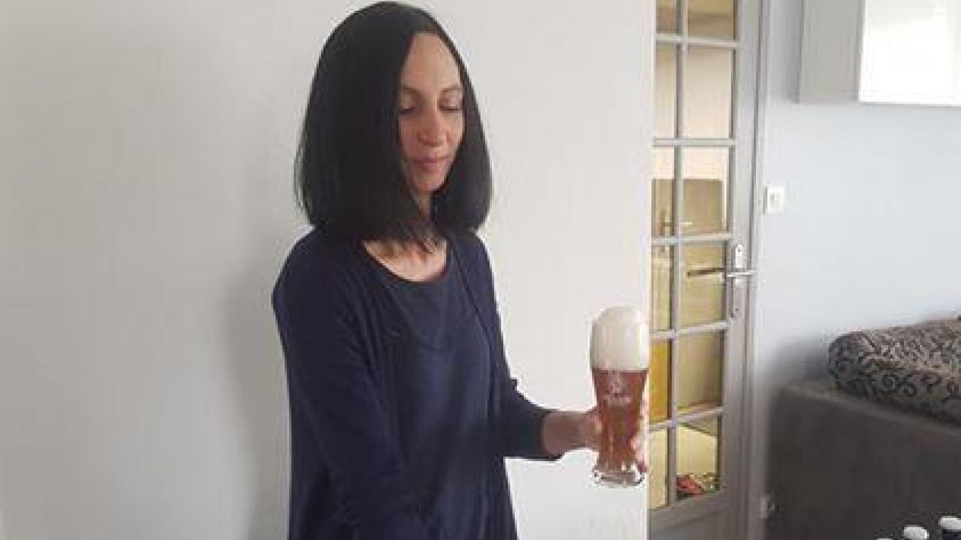 Avant de lancer son commerce, Florence partageait ses créations avec son mari. Elle propose aujourd'hui une bière blonde triple et prévoit d'en proposer une nouvelle bientôt.