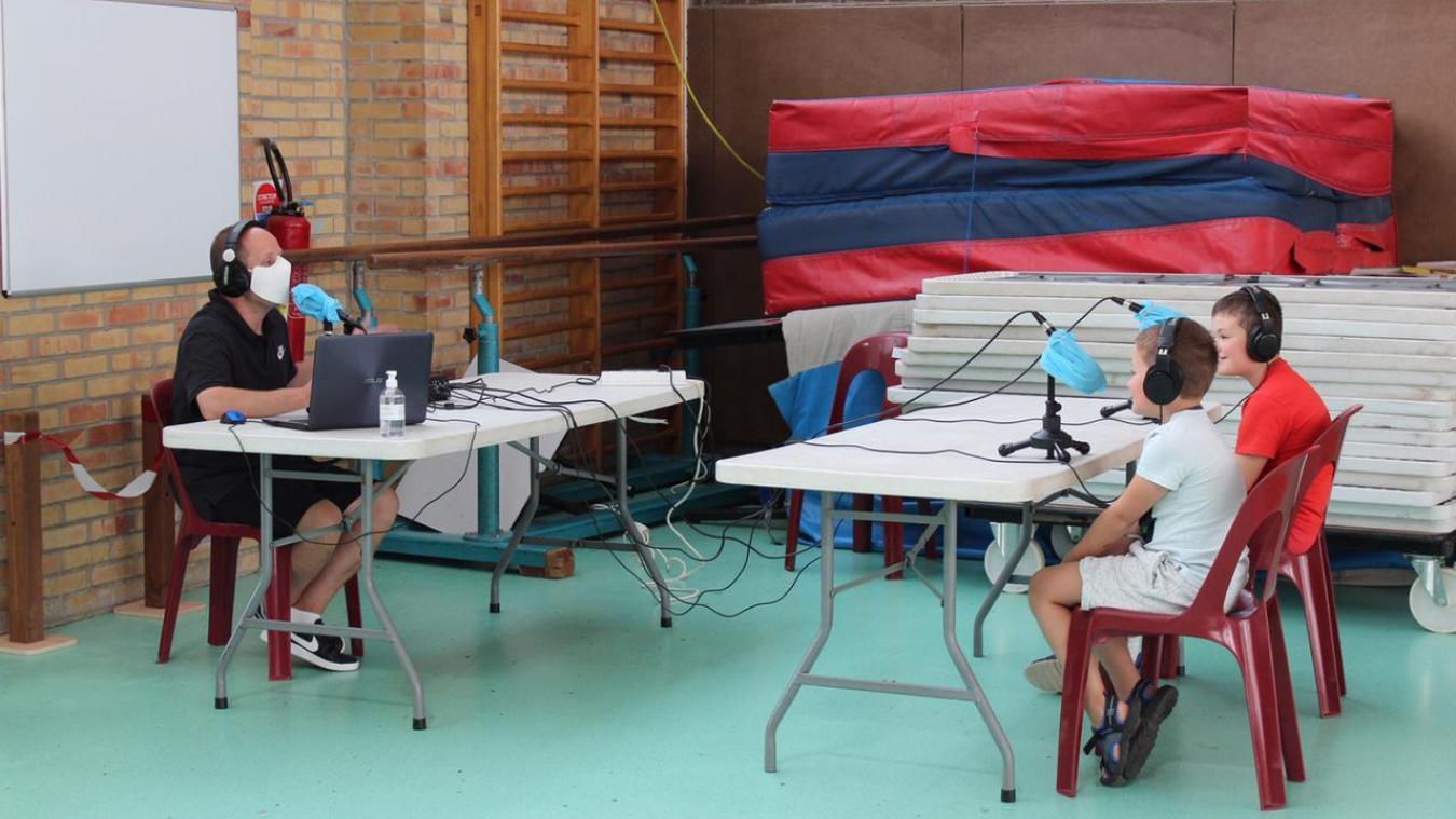 Les enfants font principalement des activités dans l'enceinte de la salle Michel-Bernard, avec des intervenants comme la radio Banquise d'Isbergues.