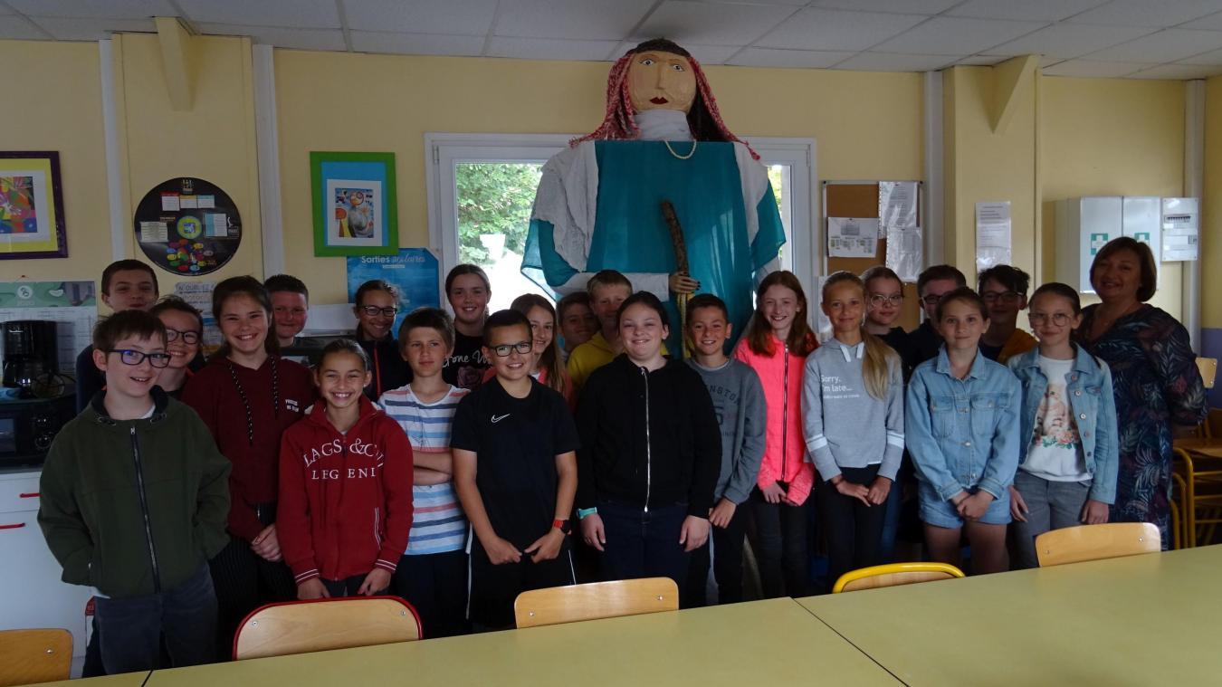 Les élèves de CM2 de l'école Curie-Pasteur présentent Sophie-Anseline.