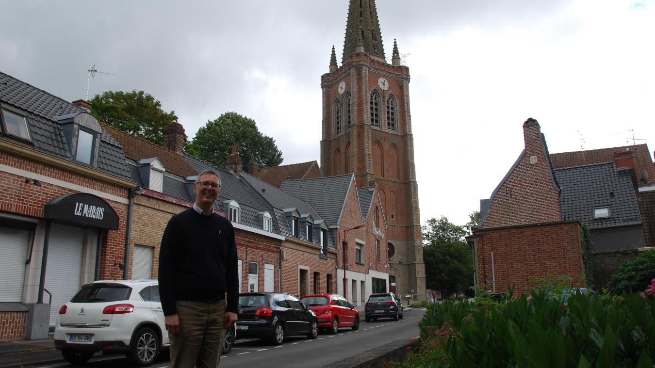 Le père Arnouts célèbre les messes du souvenir le samedi à Notre-Dame et le dimanche à Saint-Éloi.