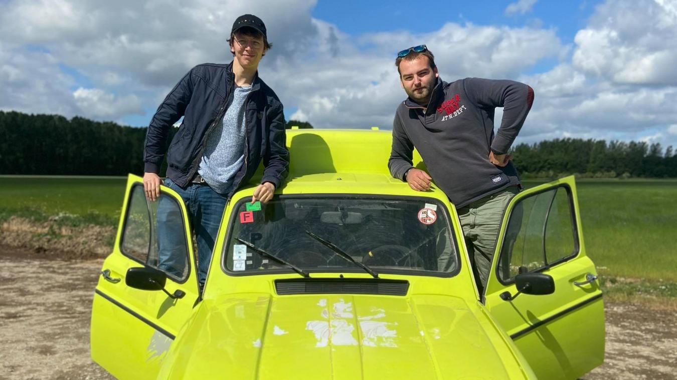 Antoine et Louis ont acheté une 4L F6 pour participer au 4L Trophy.