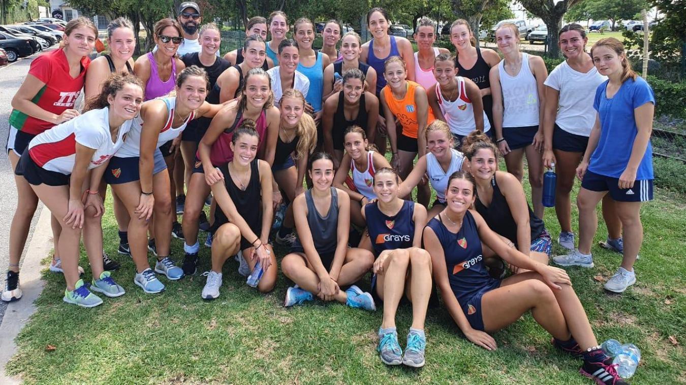 Clélia, ici avec son équipe du GEBA, aura passé en tout dix mois en Argentine.