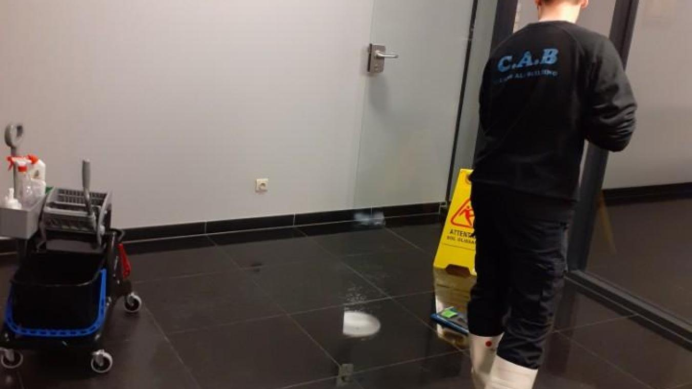 L'entreprise est situé au 19 rue de Soubise à Dunkerque. (<a href=http://www.cleansallbuilding.com>www.cleansallbuilding.com</a>)