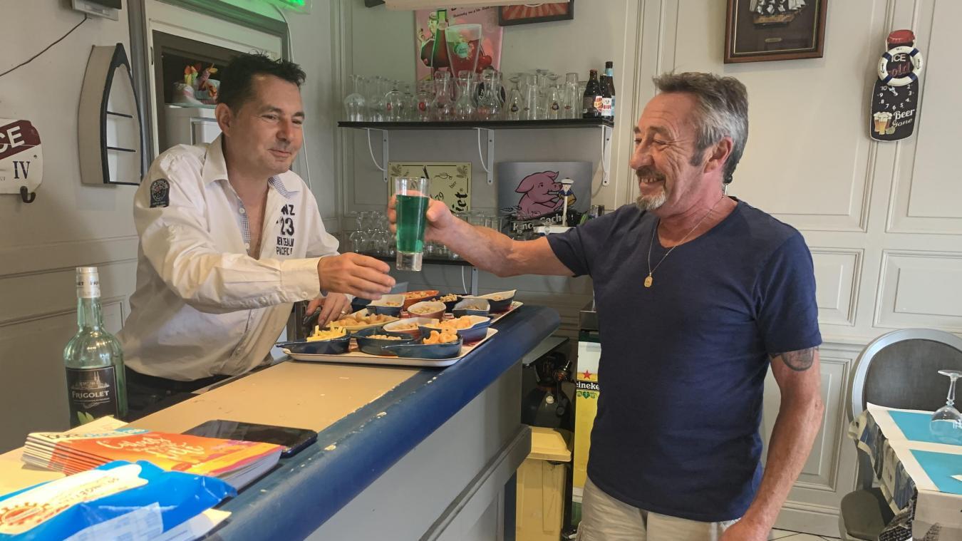 Les deux gérants du bar, quai de la Citadelle, vont bientôt s'en aller et laisser la place à un repreneur.