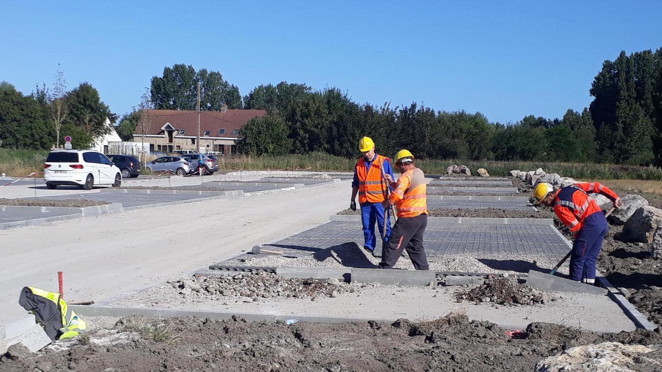 L'aggrandissement du parking du lac est en cours de réalisation.