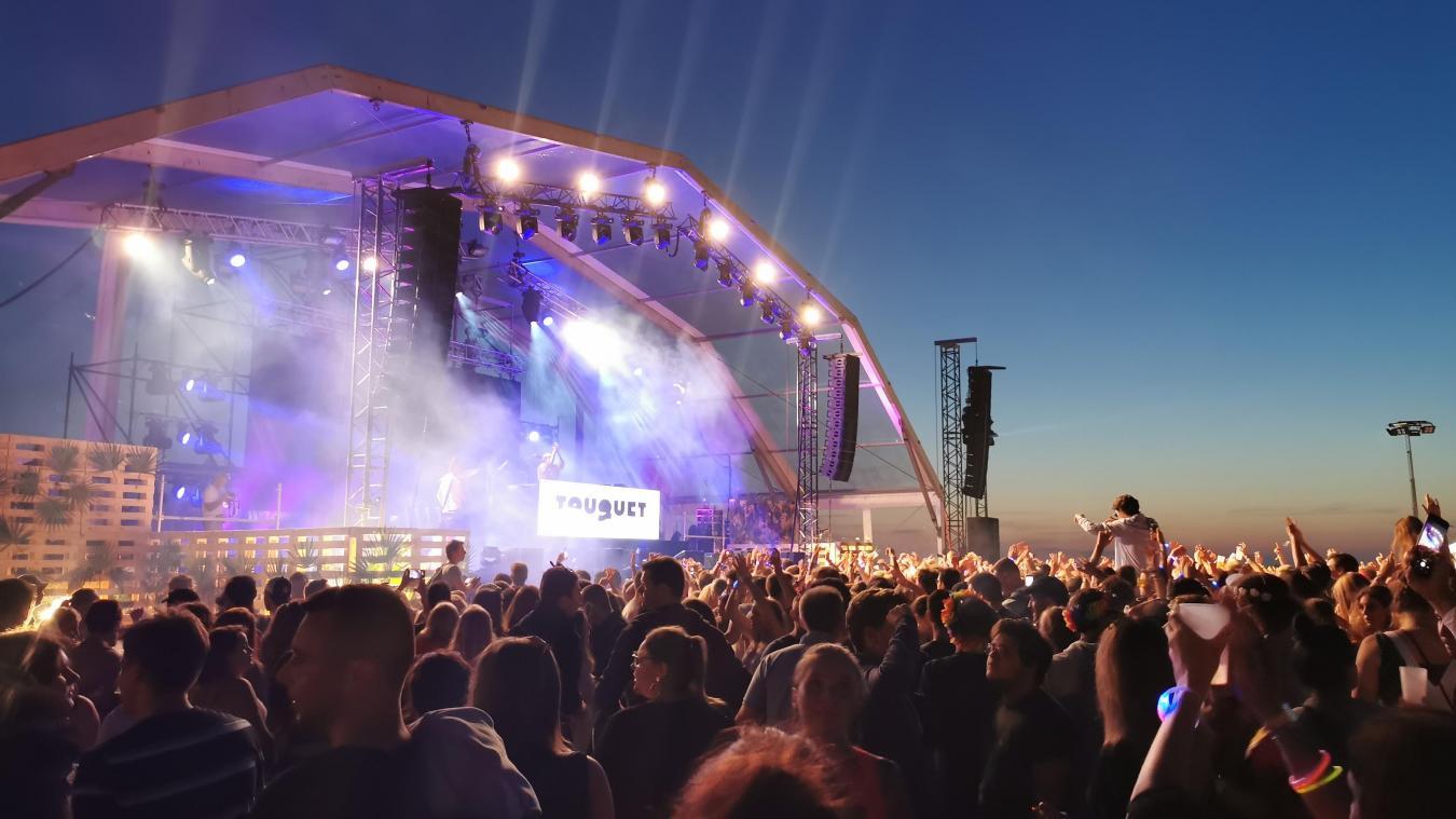 Depuis quelques années, le Touquet Music Beach attire des milliers de festivaliers sur la plage du Touquet à la fin de la saison estivale.