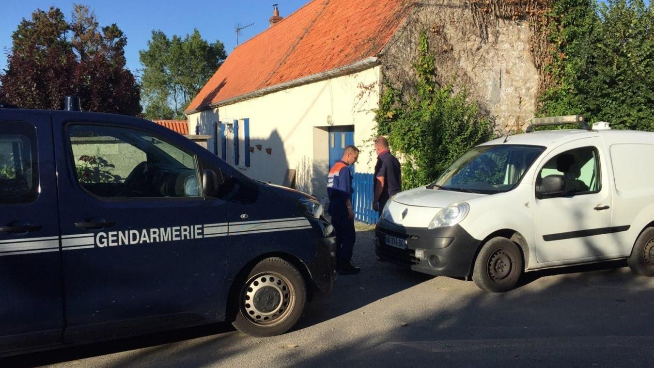 Alertés par le voisinage, la brigade de gendarmerie de Marquise, le maire Philippe Emaille et Jérémie Marion, d'Opale Capture Environnement sont intervenus dans cette maison, située dans une impasse, rue des Croisettes.