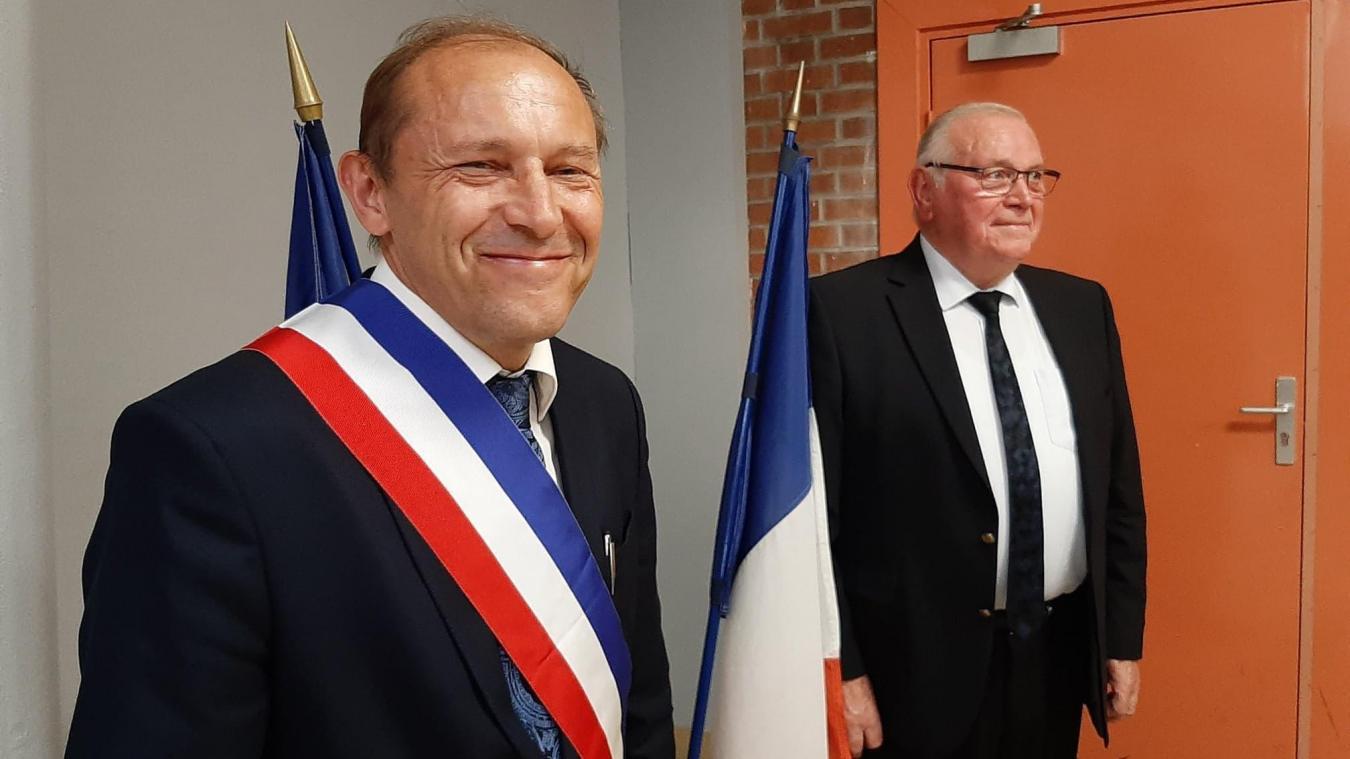 Eric Edouard, le jour de son élection samedi 4 juillet au côté de l'ancien maire, Marcel Coffre.