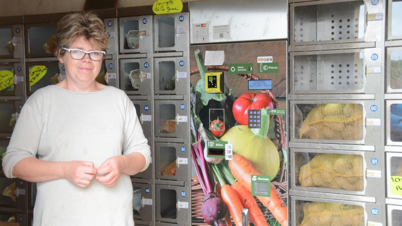 Élodie Briffaut recharge le distributeur plusieurs fois par jour.