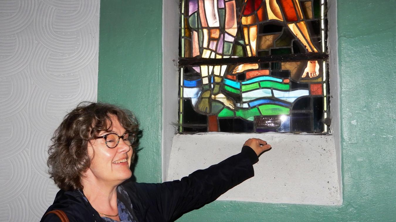 Sylvie Dozinel, présidente de l'EPAC, nous fait découvrir le trésor de Sainte-Germaine.