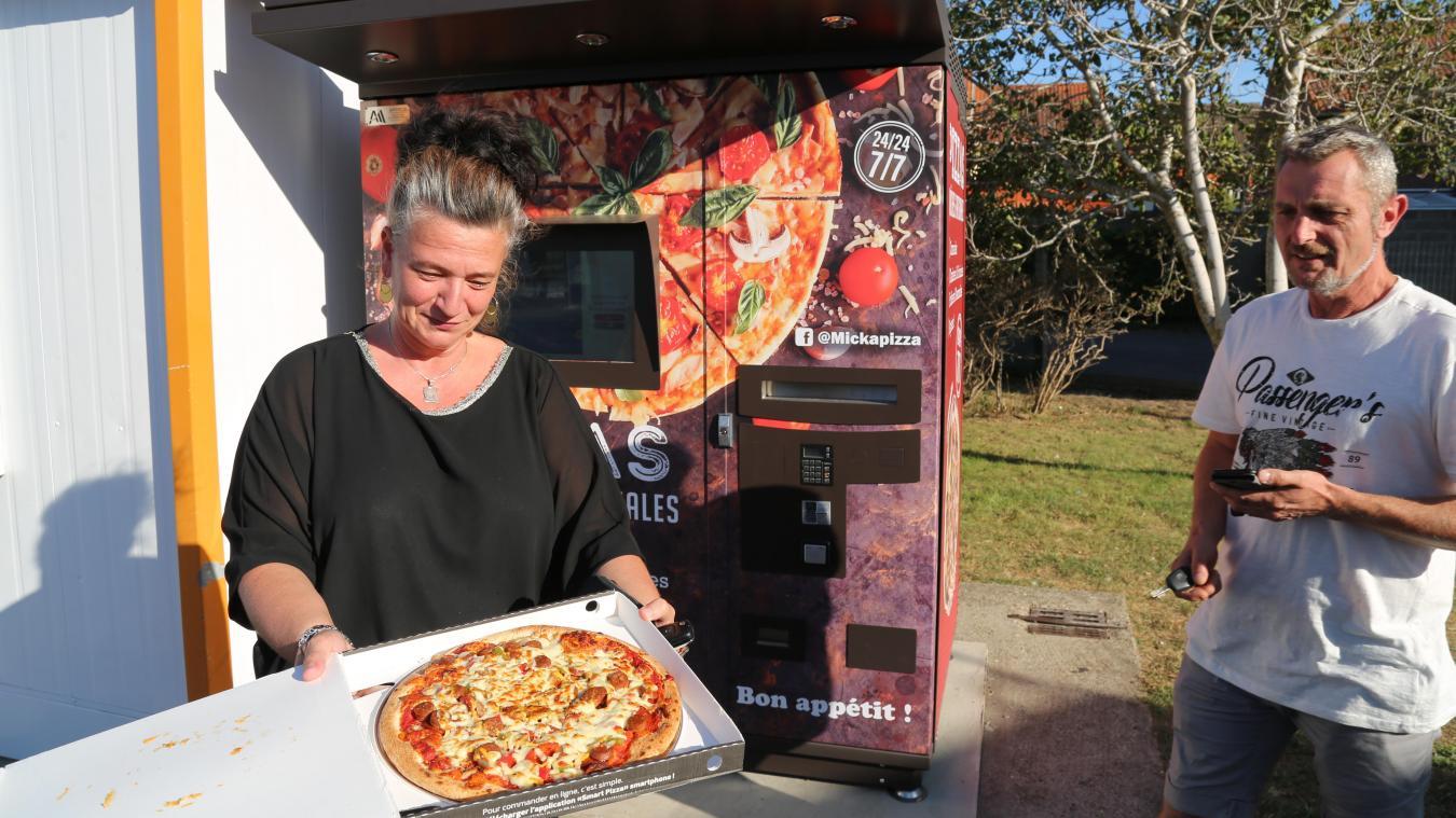 Virginie, une fidèle cliente de Micka Pizza a eu l'occasion de tester le nouvel équipement proposant des pizzas 24 h sur 24 et 7 jours sur 7.