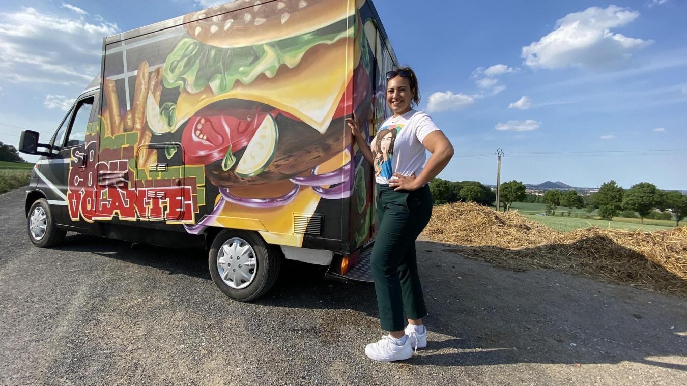 Sophia et son food-truck.  (Photo : Amrane Bentoutah)