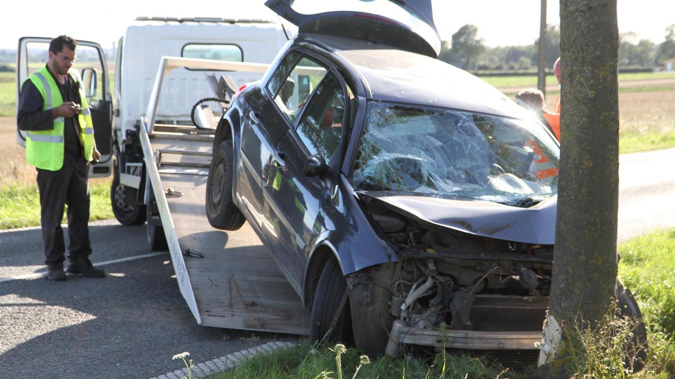 La conductrice s'en sort blessée mais vivante.