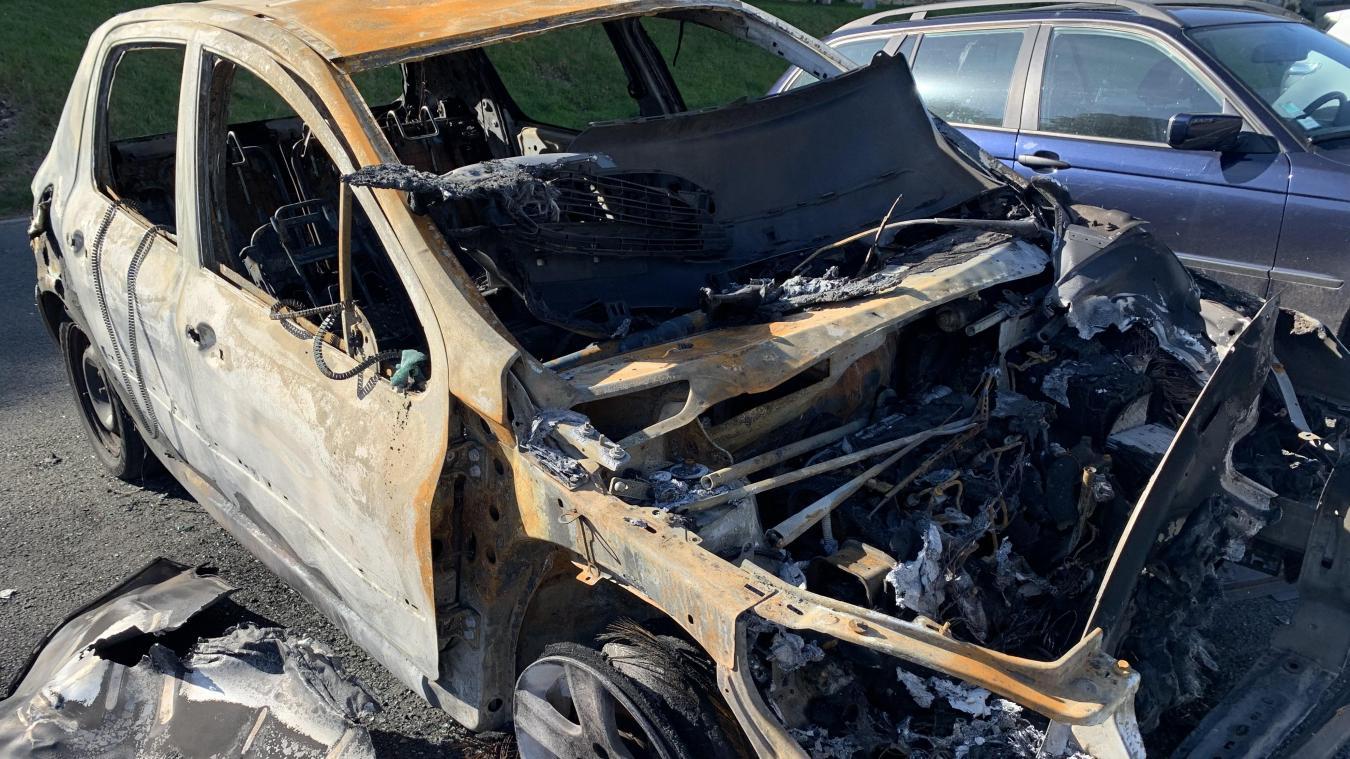 Les forces de police , avec l'appui des agents de la sûreté ferroviaire, ont pu interpeller les auteurs de deux feux de voitures. Après recoupement de faits, ce sont en réalité cinq faits élucidés. Deux des trois auteurs sont en détention.