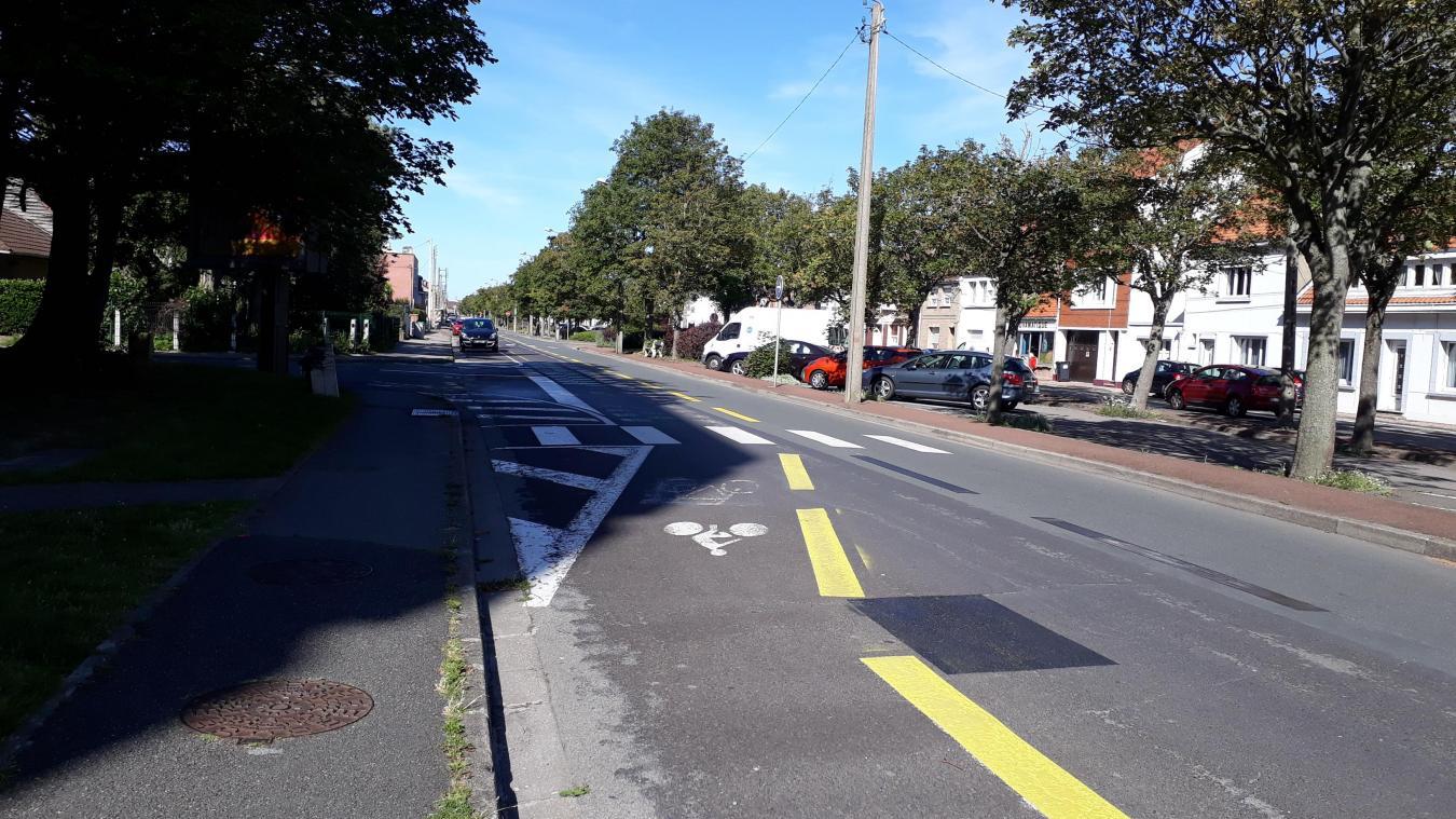Les voies pour les vélos sont désormais réduites, à la fin de l'avenue Blériot, côté Toumaniantz.