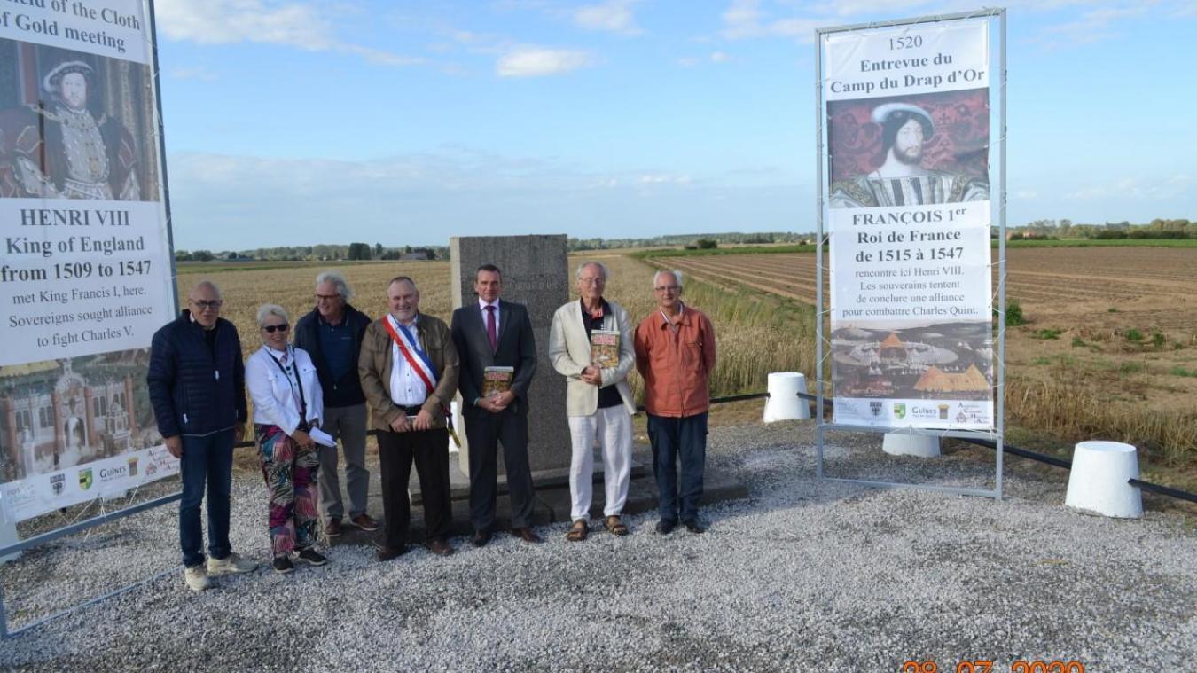 De gauche à droite Eric Buy (maire de Guînes), Francine Thorel (présidente de l'ACHA), Gilles Noyon (ACHA), Jean-Claude Vanderbergue (maire de Balinghem), Ludovic Loquet (maire d'Ardres), Philippe Cassez (Les Amis du Vieux Calais) et Fabrice Thuillier (Amis de Saint Martin).