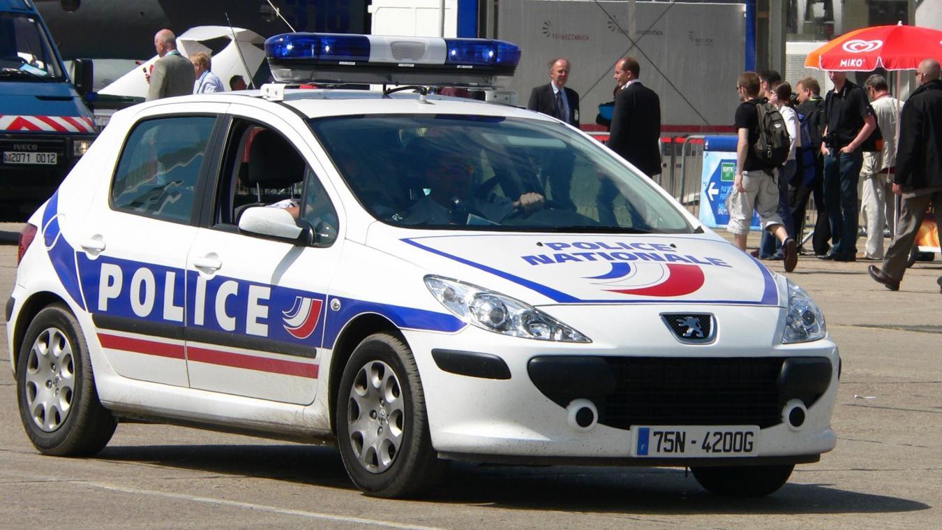 L'individu a été poursuivi par la police, avant de prendre la fuite.