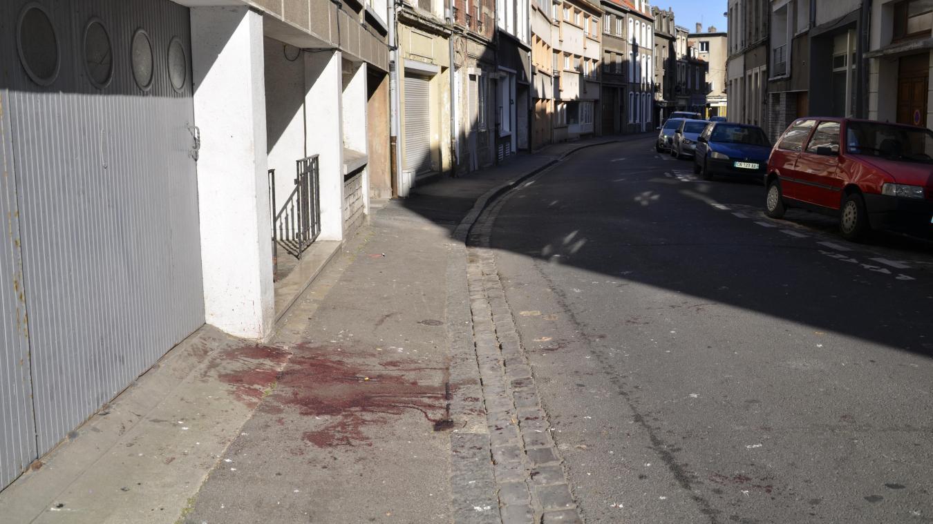 Dans la nuit du 28 au 29 mai, un homme vient au commissariat de police pour expliquer que sont copain a été gravement blessé à la jambe par un coup de couteau.