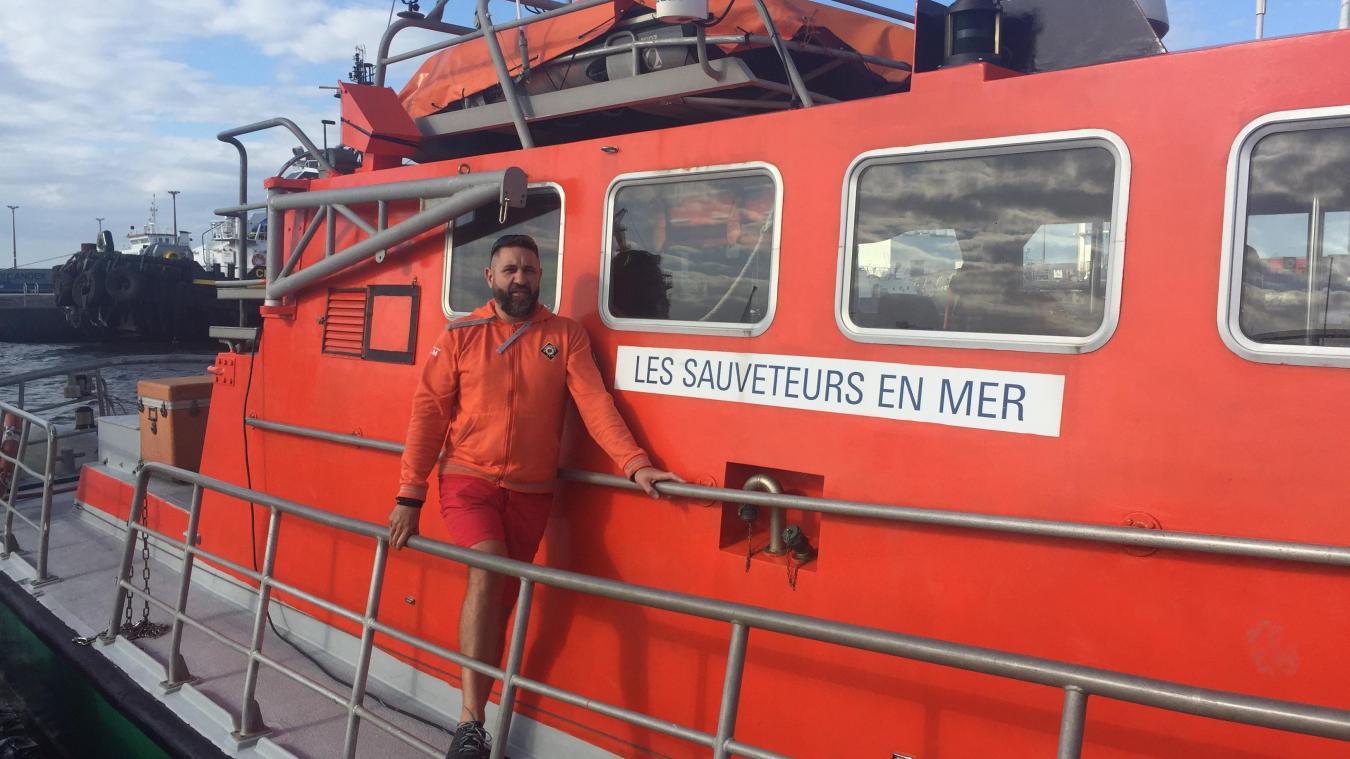 Le sauveteur en mer sur le canot Notre-Dame du Risban, amarré au port de Calais.
