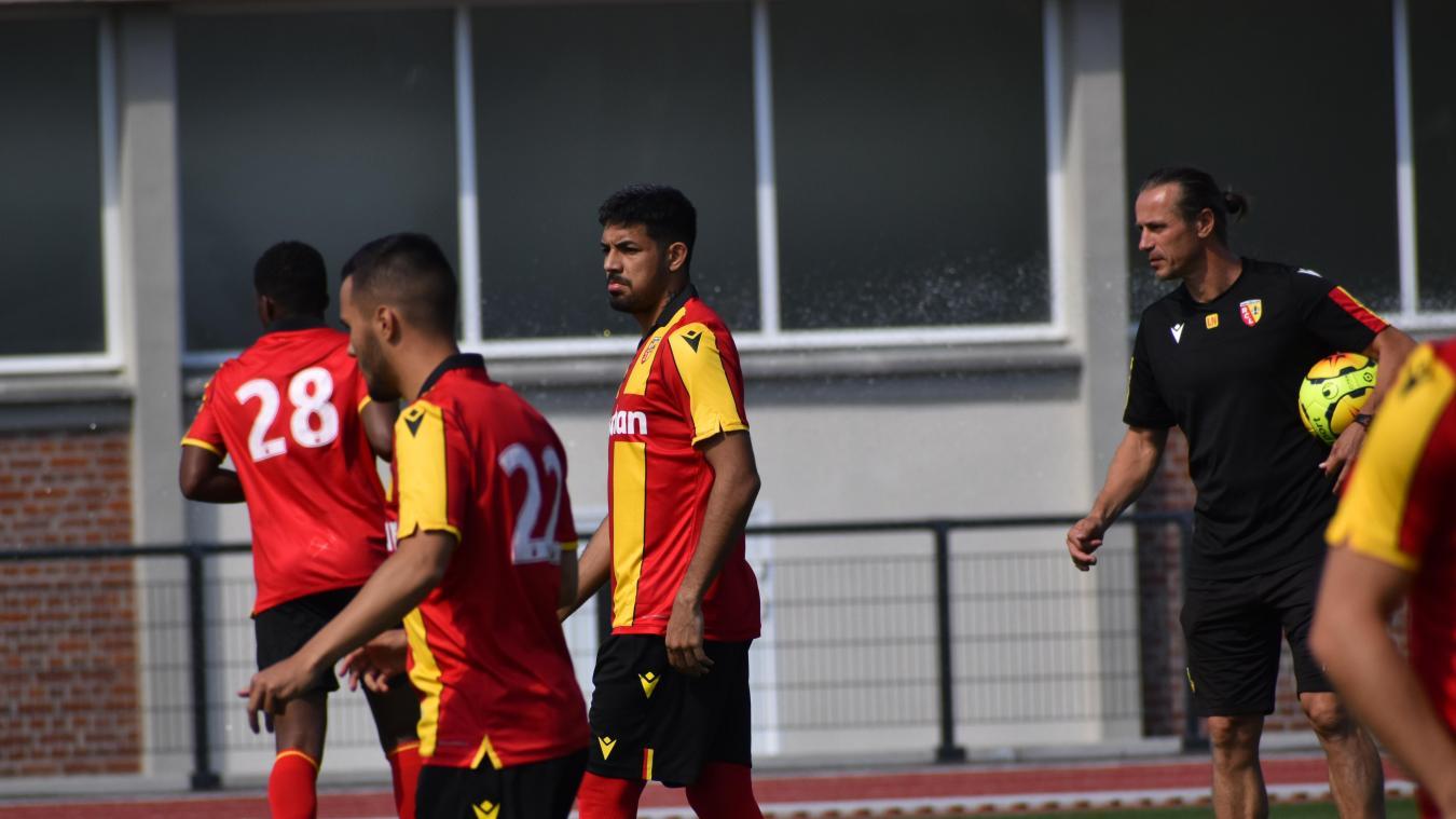 Medina a fait ses débuts sur les terrains avec Lens contre la Gantoise.