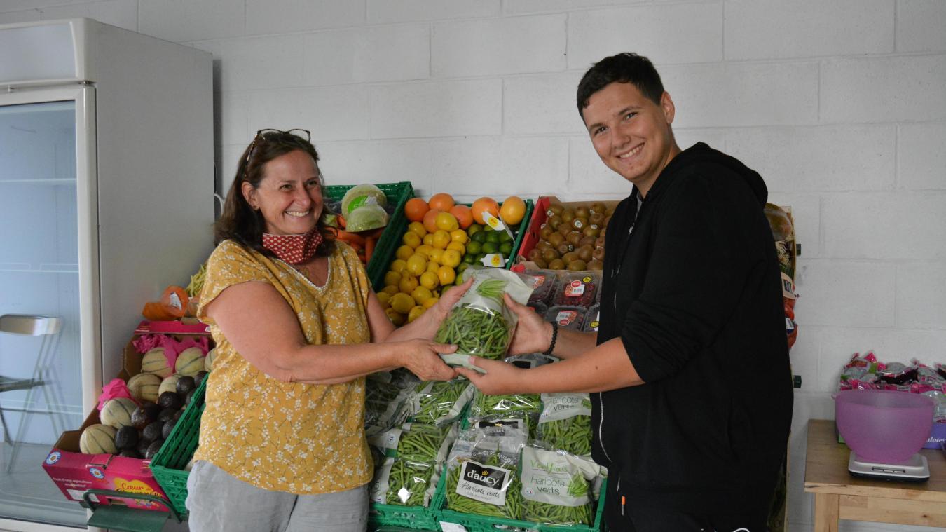 Véronique Labaere est la responsable de la nouvelle épicerie de Violaines.