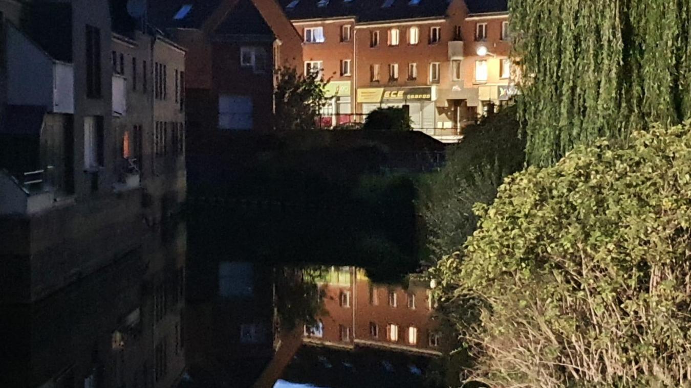 C'est dans le watergang, situé dans le centre-ville de Grande-Synthe, que la macabre découverte a eu lieu.