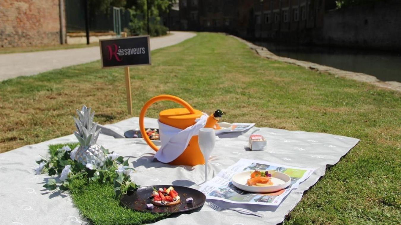La nappe est dressée, le soleil est commandée... on n'attend plus que les invités.