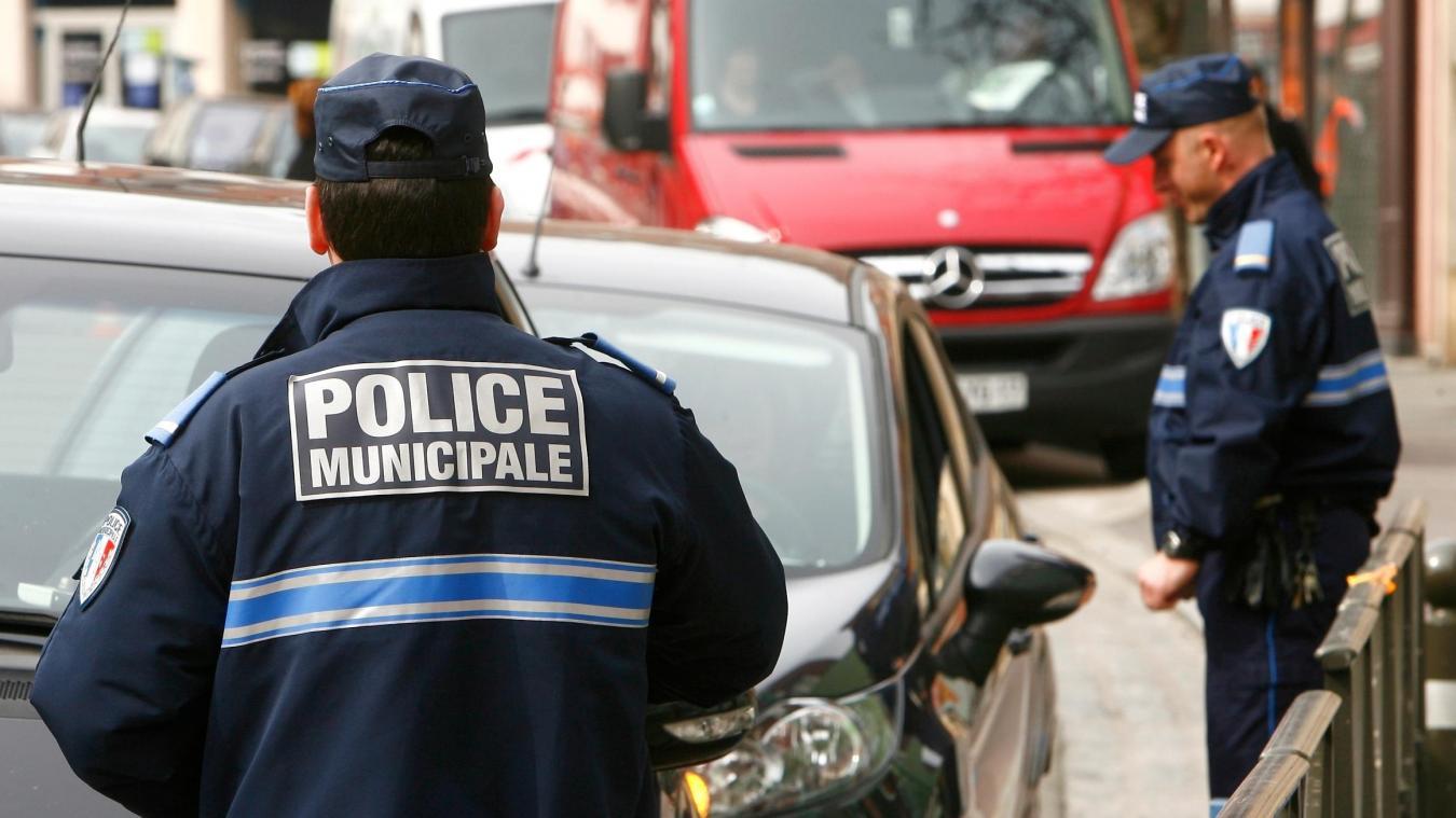 Dans la nuit du 28 au 29 juillet 2020, vers 22 heures 30, la police municipale de Wimereux patrouille Rue Carnot et y repère un individu suspect qui tente d'ouvrir la portière d'une Wolkswagen Golf en stationnement.