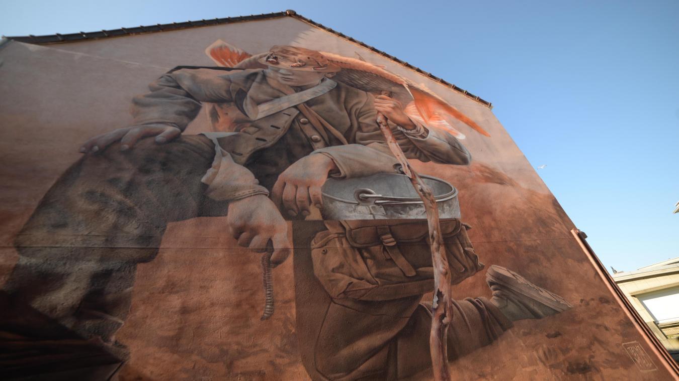 La fresque de Telmo, membre du duo néerlandais propose rue de Bomarsund des couleurs douces dans les mêmes tons et une réflexion tout aussi poussée sur le rapport de l'homme à la nature.