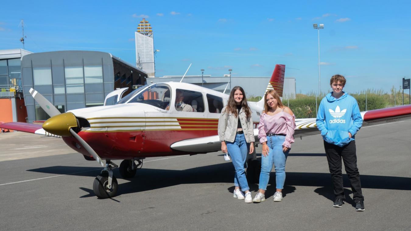 Par groupe de trois, les jeunes airois ont pris leur envol de Merville, direction Aire-sur-la-Lys. C'était l'occasion de découvrir leur commune vue du ciel.