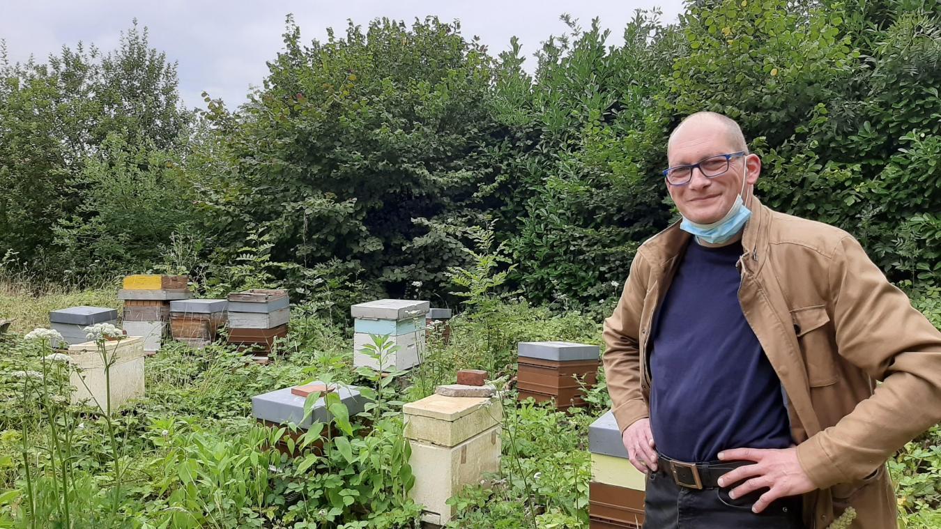 Xavier Fauquembergue vous apprend tout ce qu'il faut savoir sur les abeilles.