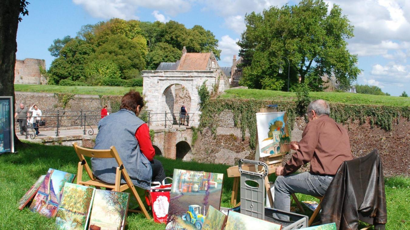 Les artistes peintres immortaliseront Montreuil samedi 15 août, toute la journée. (Photo : Christian Plard)