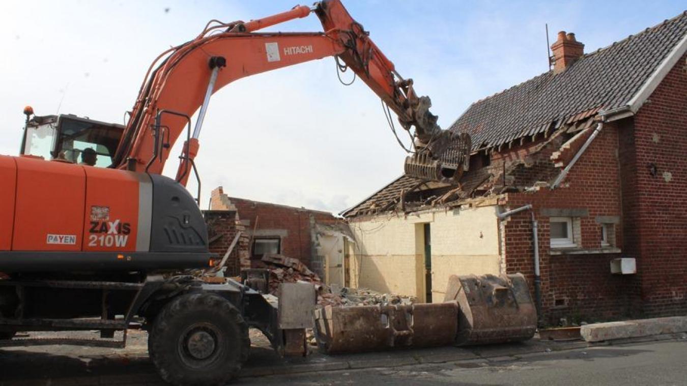 Il aura fallu une semaine pour détruire cette maison vieille d'un siècle.