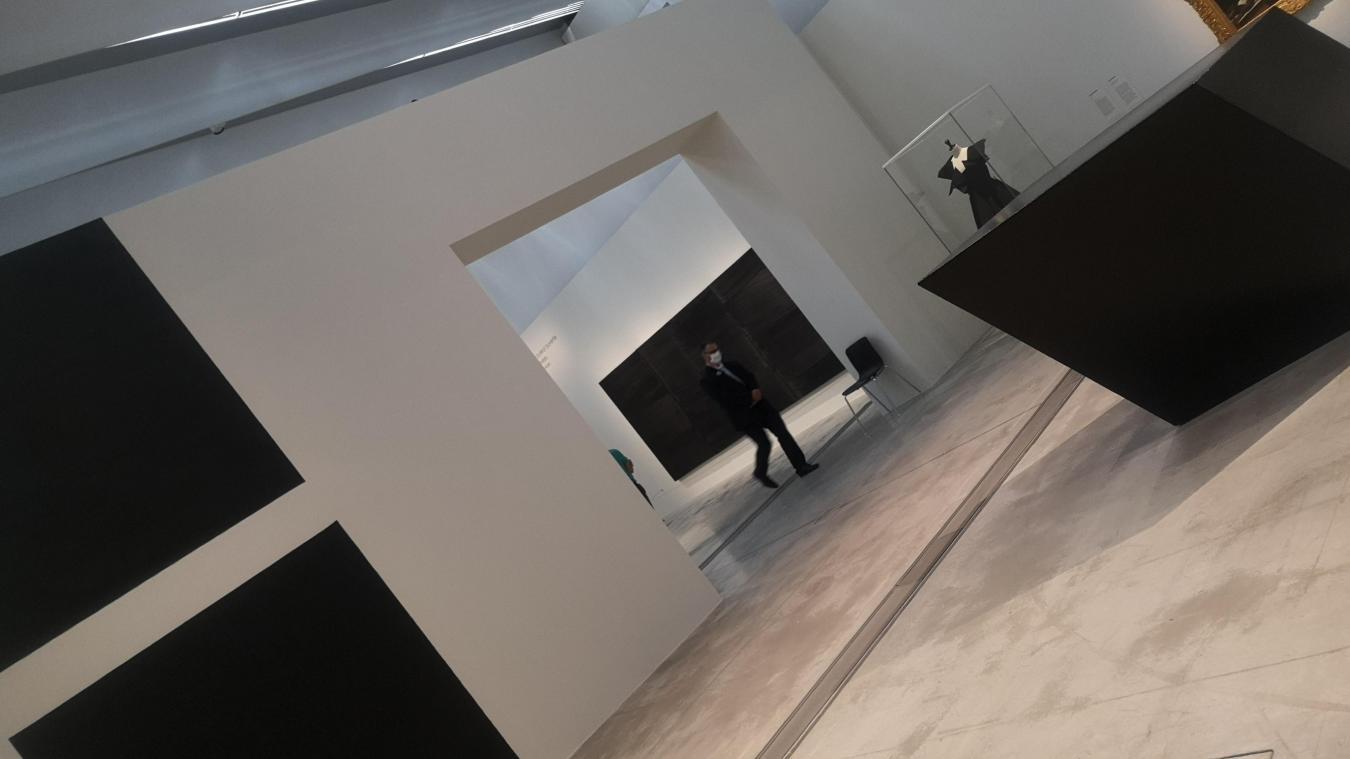 Louvre-Lens : Et si le noir n'était qu'une illusion?