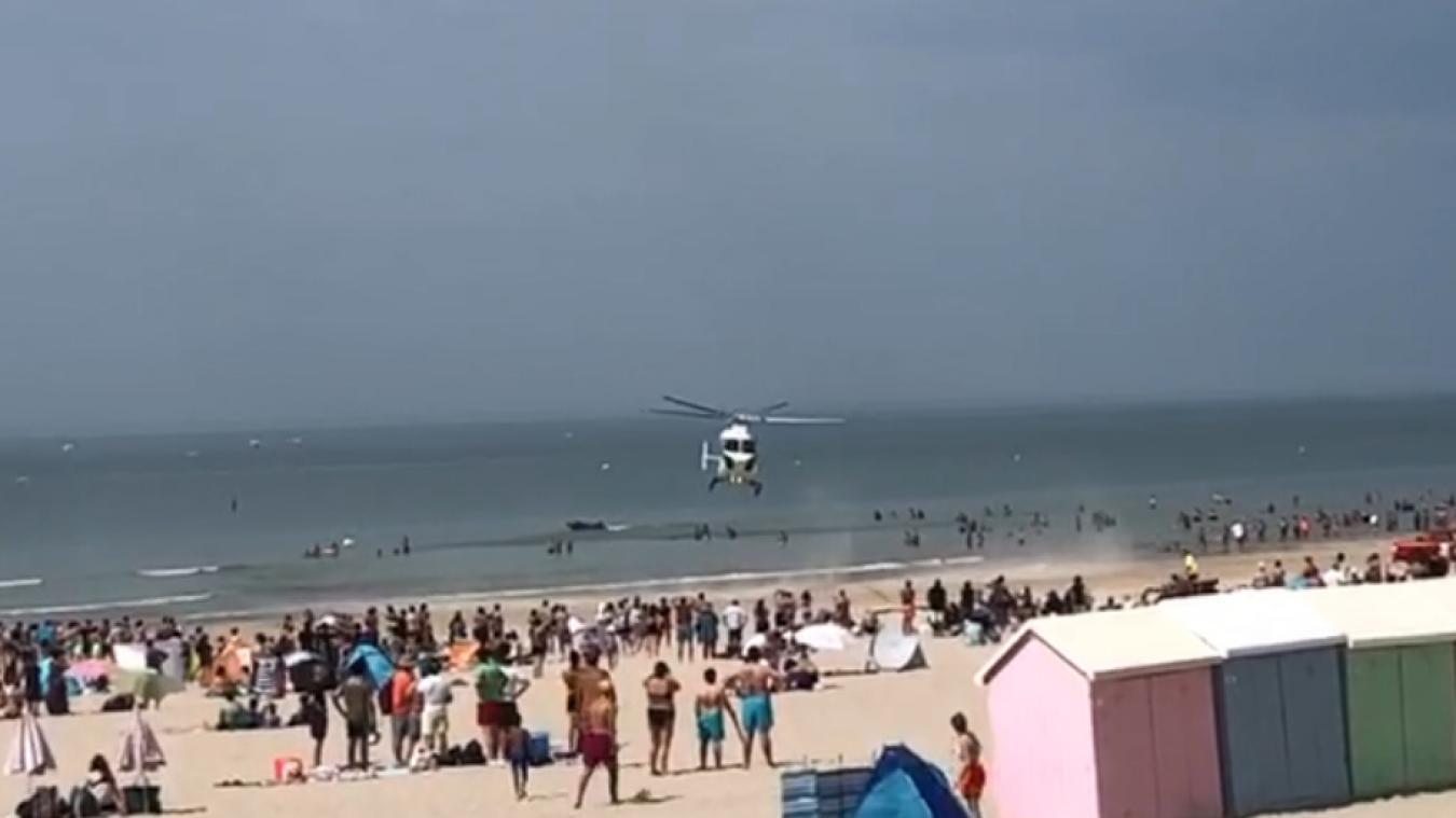 Les nombreux touristes présents ont assisté à un spectacle hors du commun, avec l'hélicoptère qui a atterri sur le sable berckois.