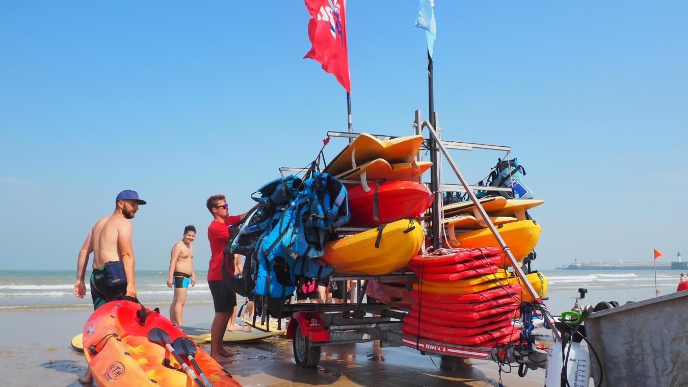Les activités nautiques, proposées pour la première fois, rencontrent un franc succès à la plage.