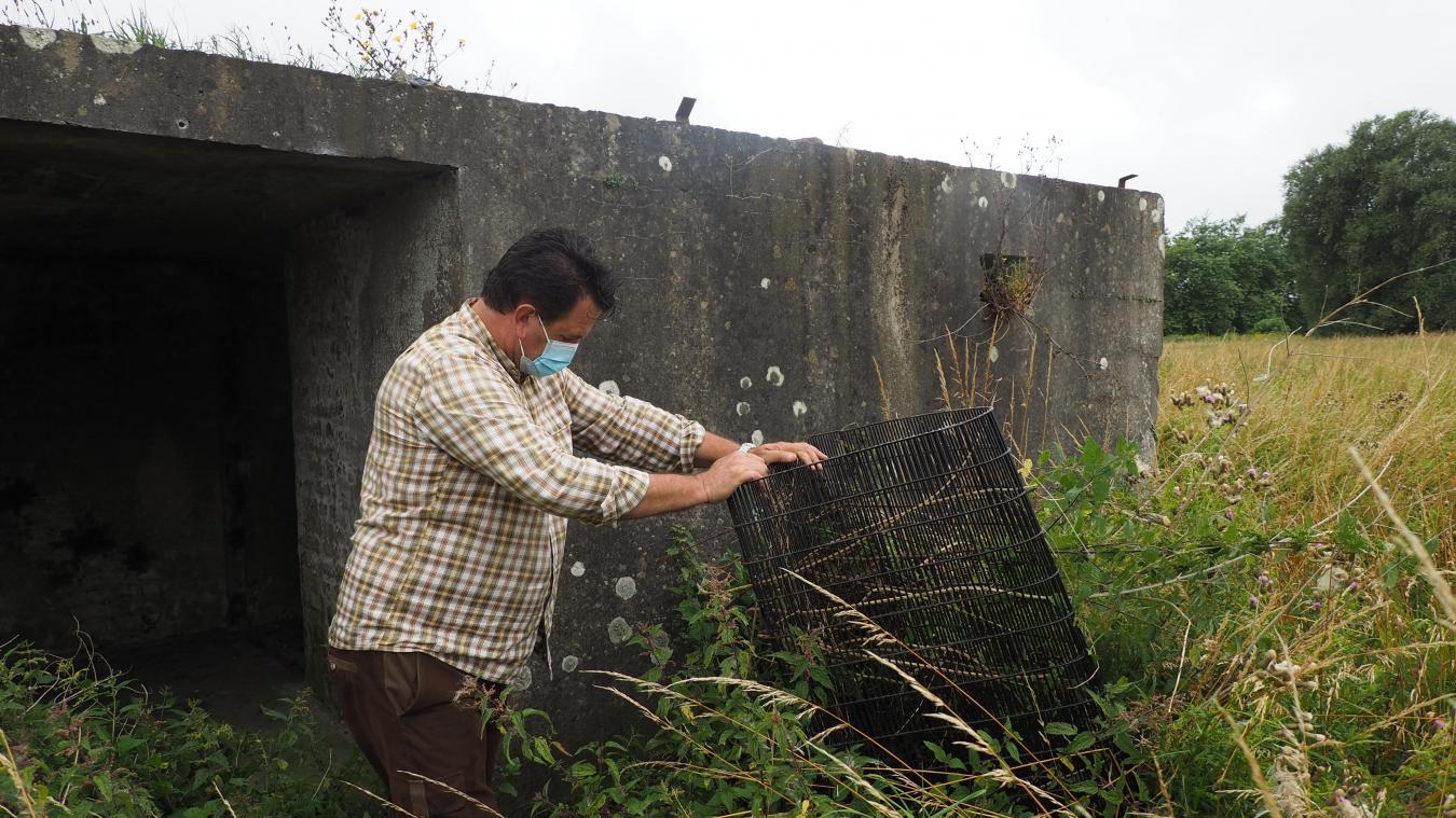 En 2018, des grilles ont été installées par la Mairie de Calais. Elles ont été arrachées depuis.