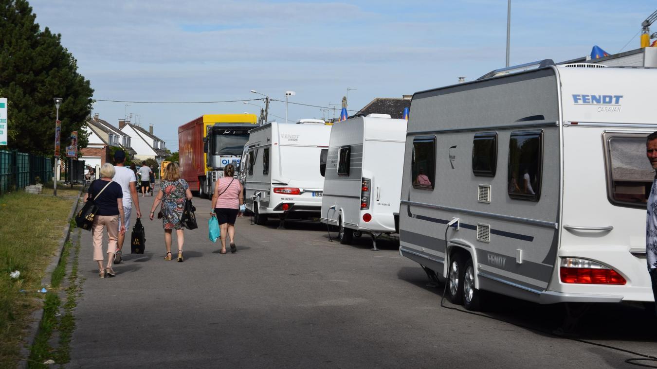 Les gens du voyage présents au Chemin Blanc ne s'installent pas sur l'aire de grand passage « pour ne pas se mélanger avec les autres familles », selon le maire Claude Coin.