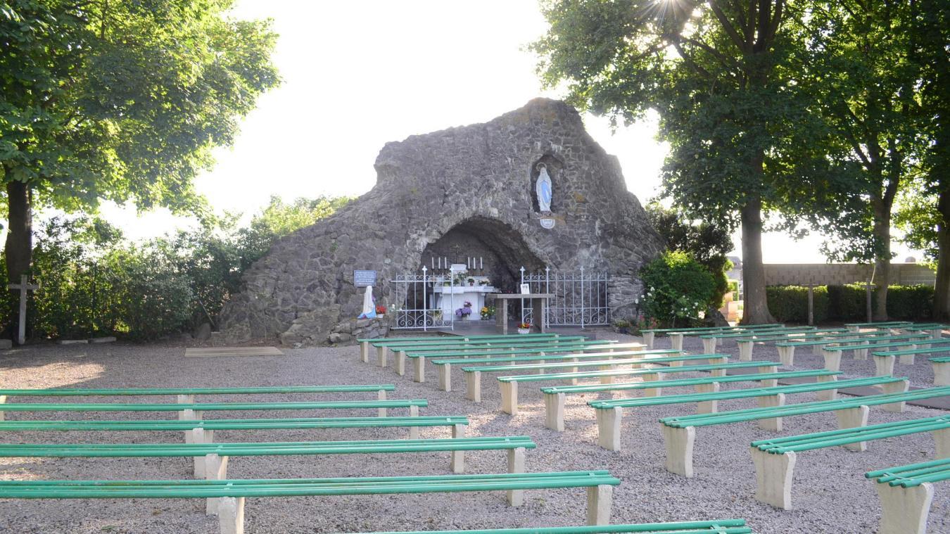Le 15 août, on prie la Vierge à la grotte de Molinghem