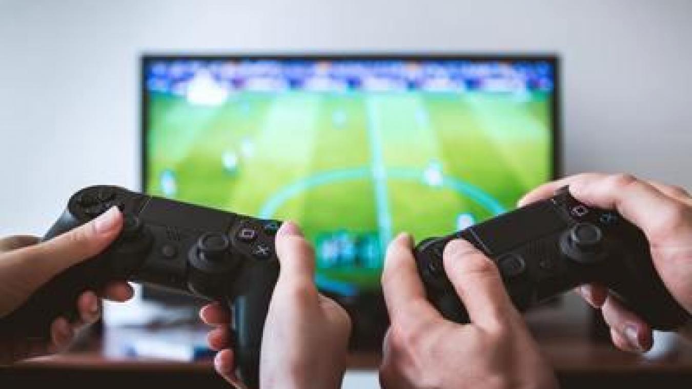 Il jouait tranquillement à la console de jeux avant de se faire agresser...  (Illustration)