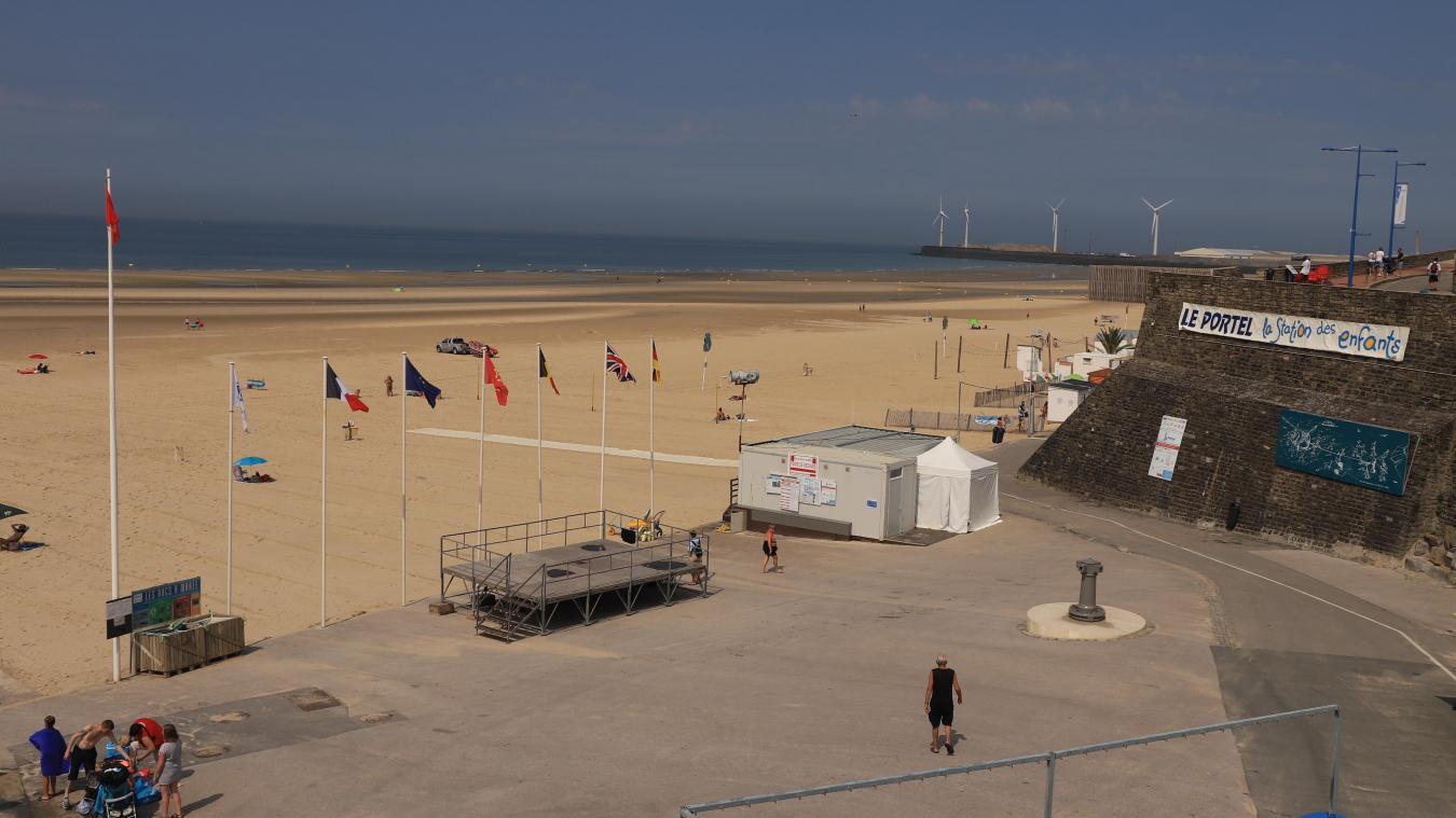 Après la plage de Wimereux, la plage du Portel hisse le drapeau rouge à son tour. La baignade est interdite, en raison de la prolifération d'une bactérie, liée aux intempéries.