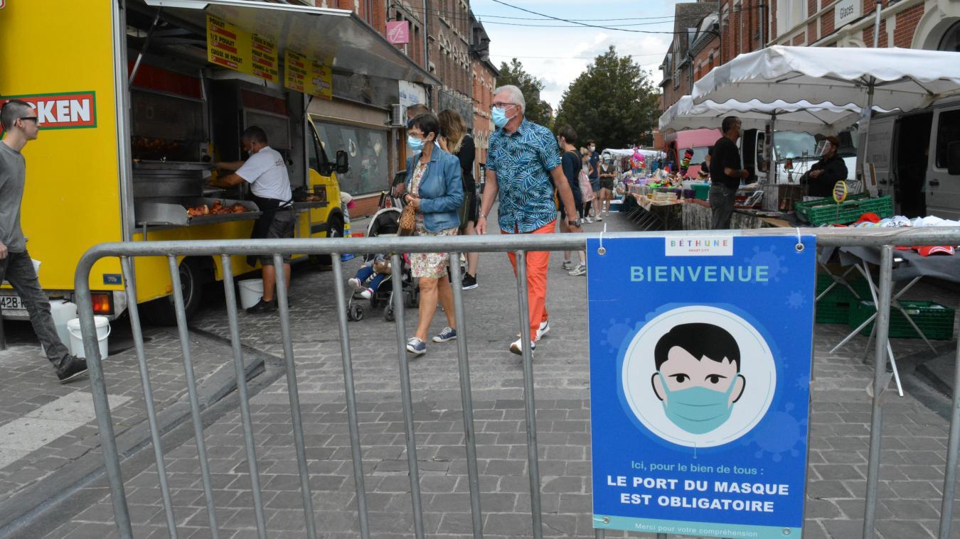 Le port du masque, obligatoire sur certains marchés, le sera aussi dans certaines rues.