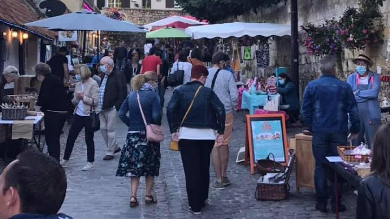 Le premier marché estival, rue du Clape en Bas à Montreuil, a été un vrai succès.