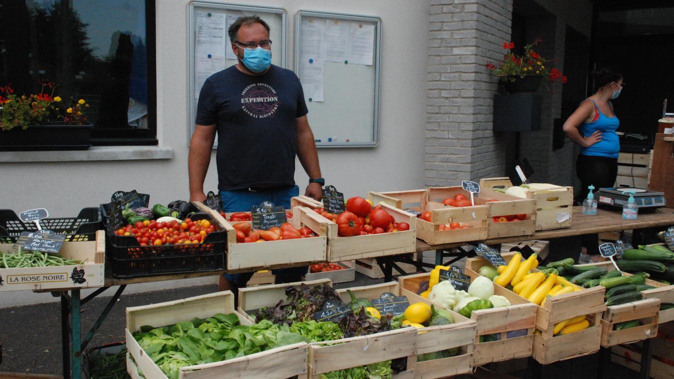 François Delepierre vient d'Offin avec ses légumes et fruits.