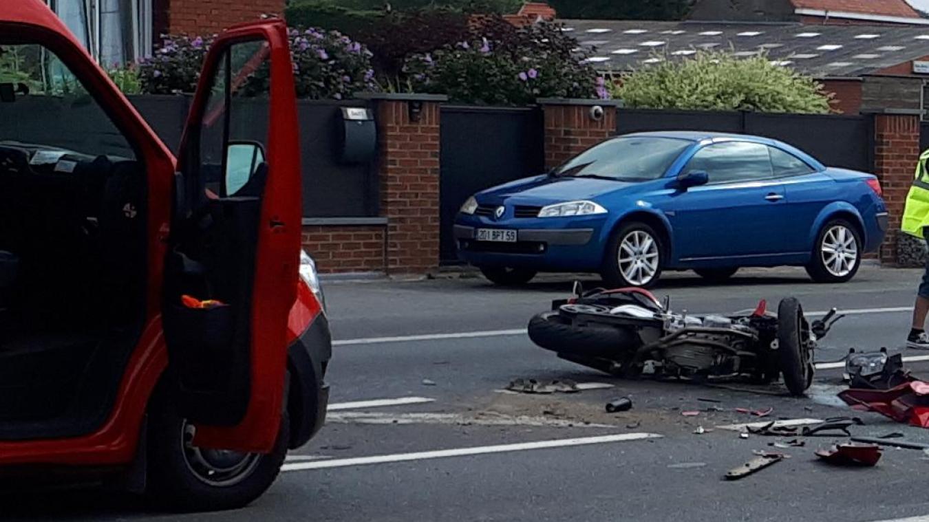 Un motard blessé après un choc avec une voiture, route de Lille, à Bailleul