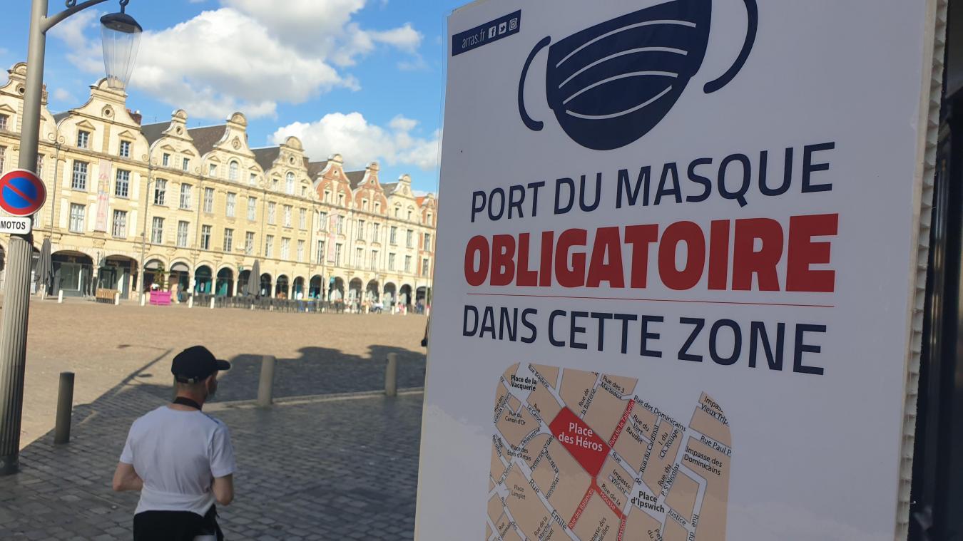 L'obligation est annoncée très visiblement en centre-ville.