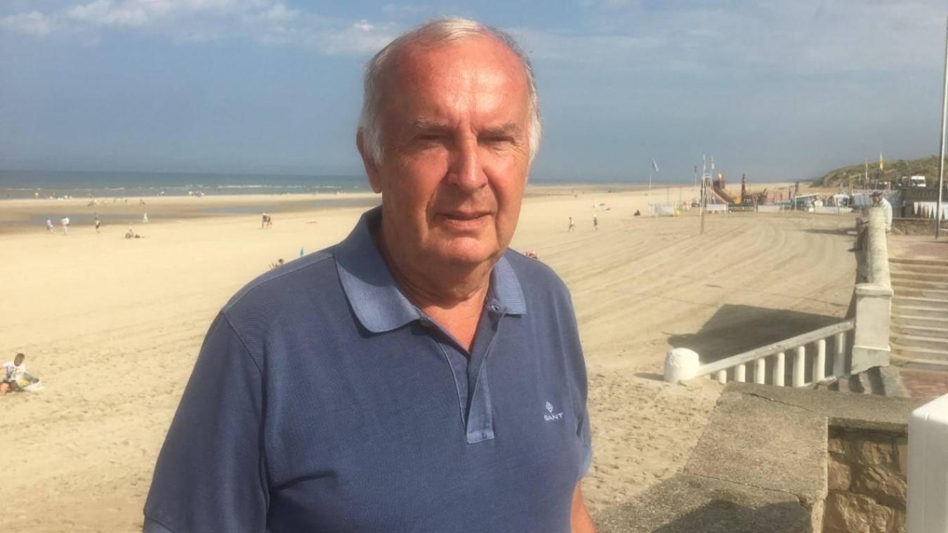 Walter Kahn passe plusieurs fois par jour sur la plage et le front de mer.